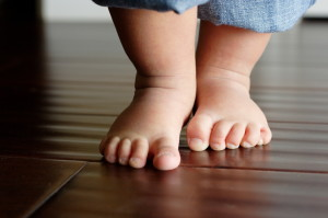 baby-feet-first-steps